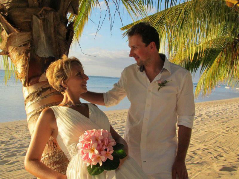 Beispiel: Brautpaar im Paradies, Foto: LUX*Resorts.
