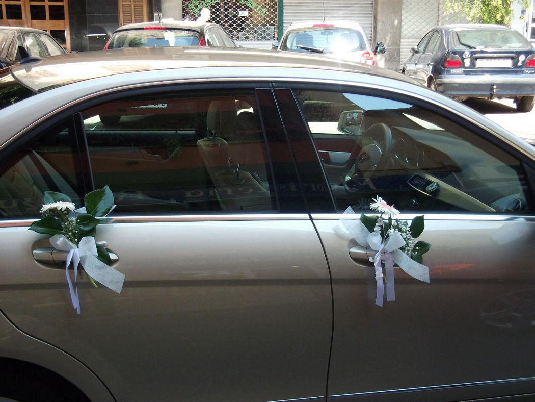 Decoración exterior coche nupcial