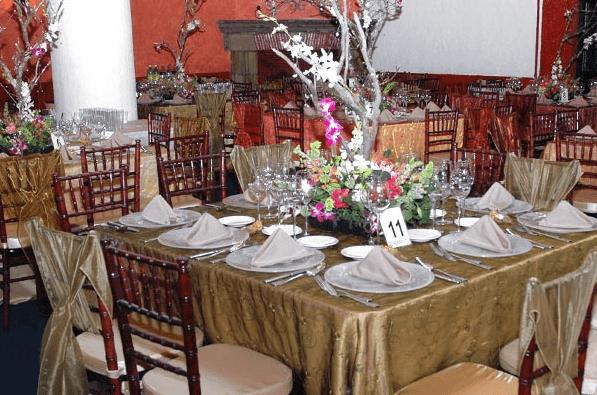 Montaje de mesas y diseño de centros de mesa para bodas - Foto Paladares