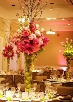 Diseños y hermosos areglos florales, que haran de tu boda un evento elegante y memorable sin duda.