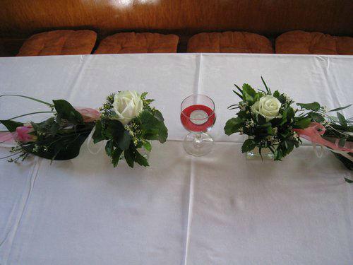 Beispiel: Gestecke für die Hochzeitslocation, Foto: Blumenstüberl Helmut Frick.