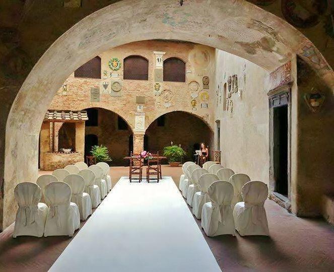 Cerimonia nuziale nel bellissimo Palazzo Pretorio a Certaldo Alto, a pochi passi dall'Hotel Certaldo (Toscana)