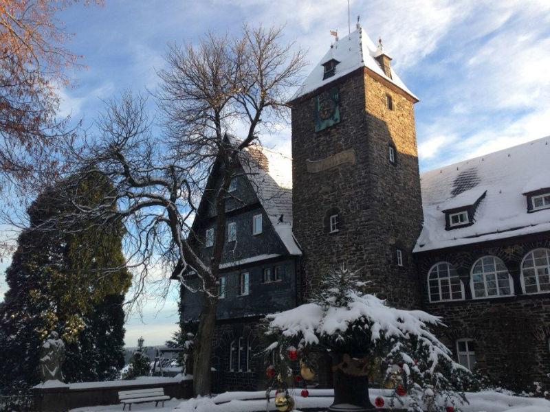 Beispiel: Schloss im Winter, Foto: Schlosshotel Friedewald.