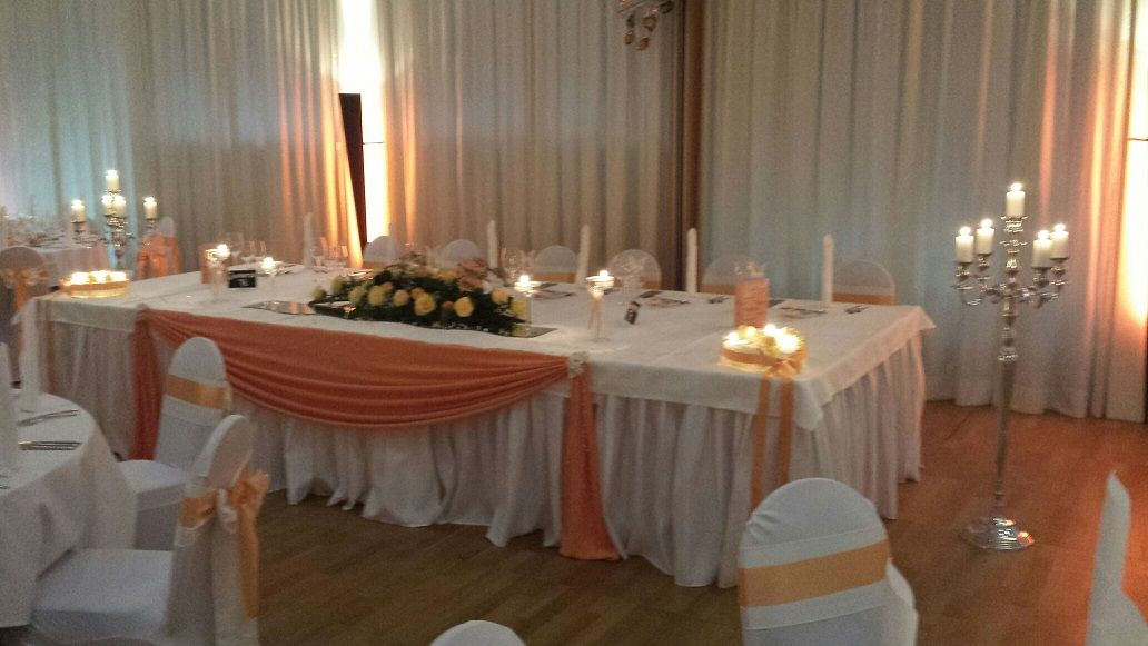 Brauttisch ebenfalls alles in Apricot Foto Jenni's Creative Ideen