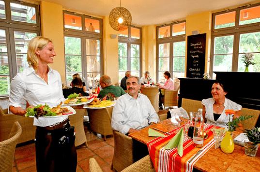 Beispiel: Service, Foto: Elbelandhaus Magdeburg.