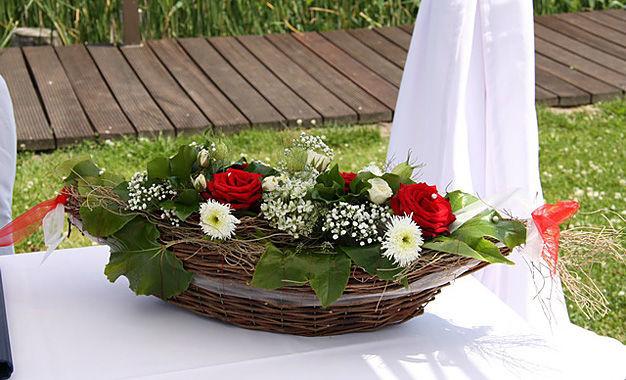 Beispiel: Hochzeitsdekoration, Foto: Die kleine Blumenwerkstatt.