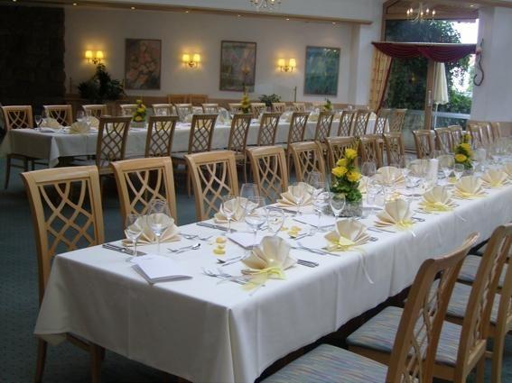 Beispiel: Festtagstafel im Wintergarten, Foto: AKZENT Hotel Lamm.
