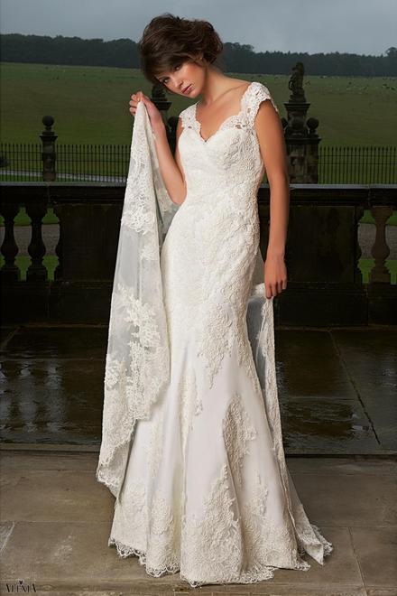 Beispiel: Brautkleid von Alexia, Foto: Brautmoden.de.