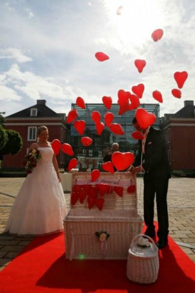 Beispiel: Beflügelte Herzen, Foto: Ihre Hochzeitstauben.
