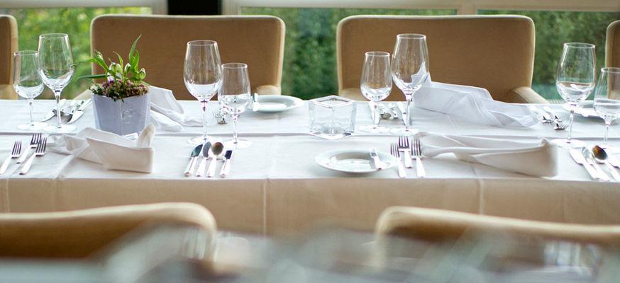 Beispiel: Tischgedeck, Foto: Zum Steinernen Schweinchen.