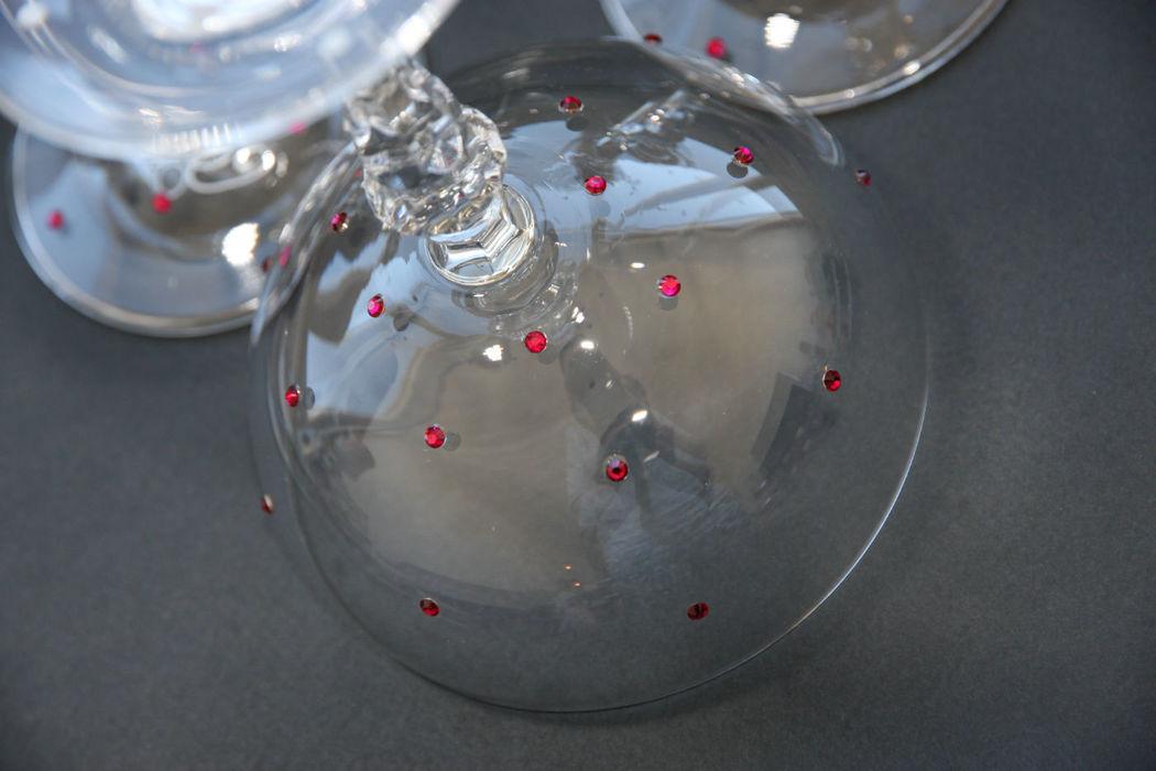 Coupes à champagne en cristallin plumeti de cristal rose fushia. Création exclusive ...