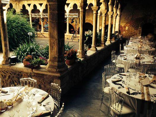 Mariage dans un lieu magique, par Catalan Events