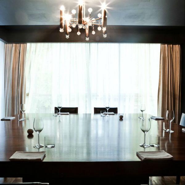 Restaurante Pujol para celebración de bodas íntimas, cenas de pedida de mano, boda civil o para dar el anillo de compromiso.