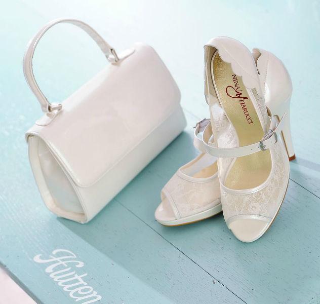 Beispiel: Handtasche mit passenden Schuhen, Foto: Elsa Coloured Shoes.