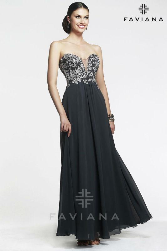 Vestido de fiesta bordado con escote en espalda de Faviana