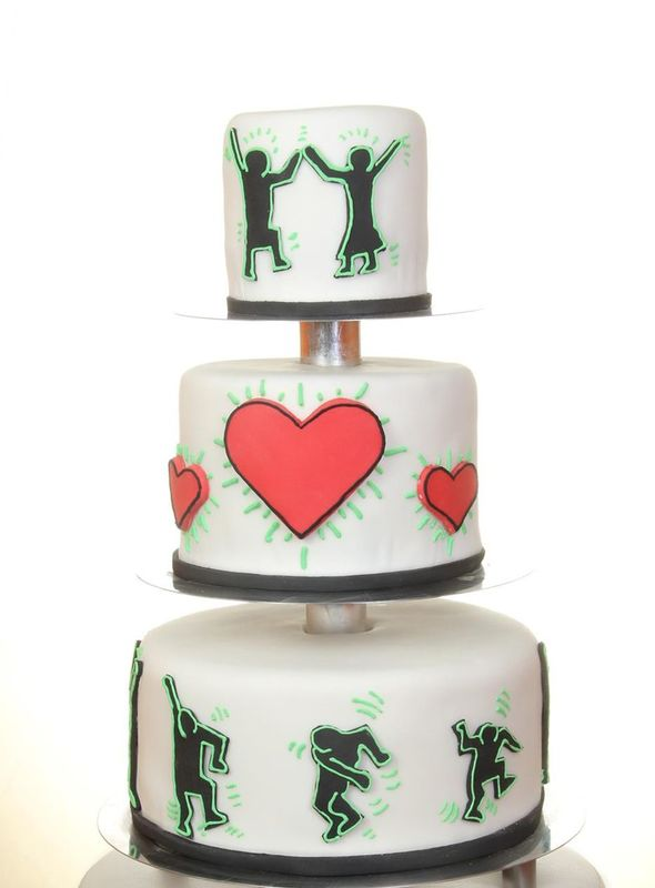 Dreistöckige Hochzeitstorte mit Fondant und handmodellierter Keith Haring Dekoration