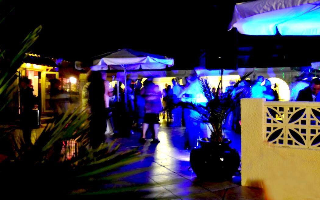 La piste de danse sur la terrasse le soir - Domaine Les Soleiades