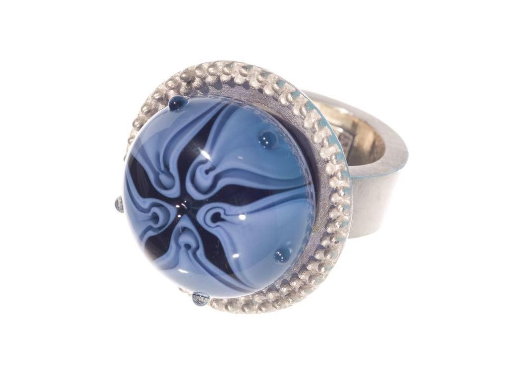 Beispiel: Schmuck - Ring, Foto: Silber und Seide Brautmode.