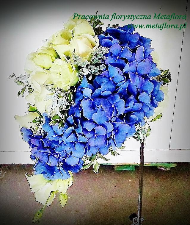 Odwrócona kropla :) Hortensja, eustoma, róże, mrozy.  Cena 250zł