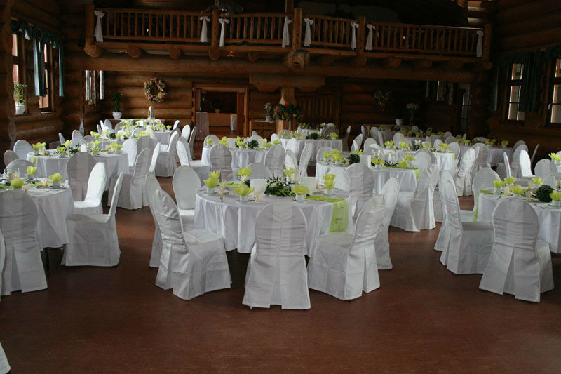 Beispiel: Blockhaus Hochzeitstische, Foto: Fautenhau Alm.