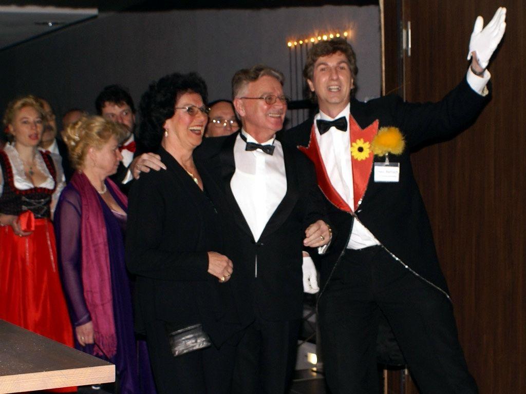 Der Hochzeitskünstler als... Empfangschef Gute Stimmung gleich bei der Begrüßung Ihrer Gäste!