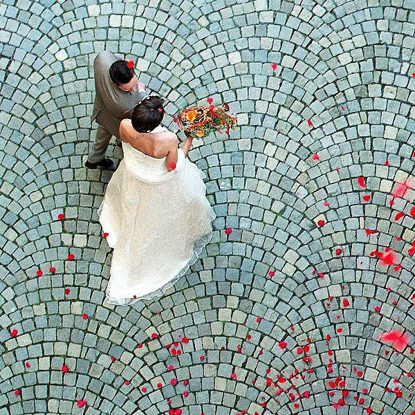 Beispiel: Brautpaar im Innenhof, Foto: Schloss Romrod.