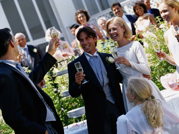 Beispiel: Hochzeitsgesellschaft, Foto: Jonas PartyService.