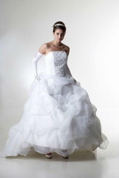 Beispiel: Romantische Modelle, Foto: Beran BrautCouture.