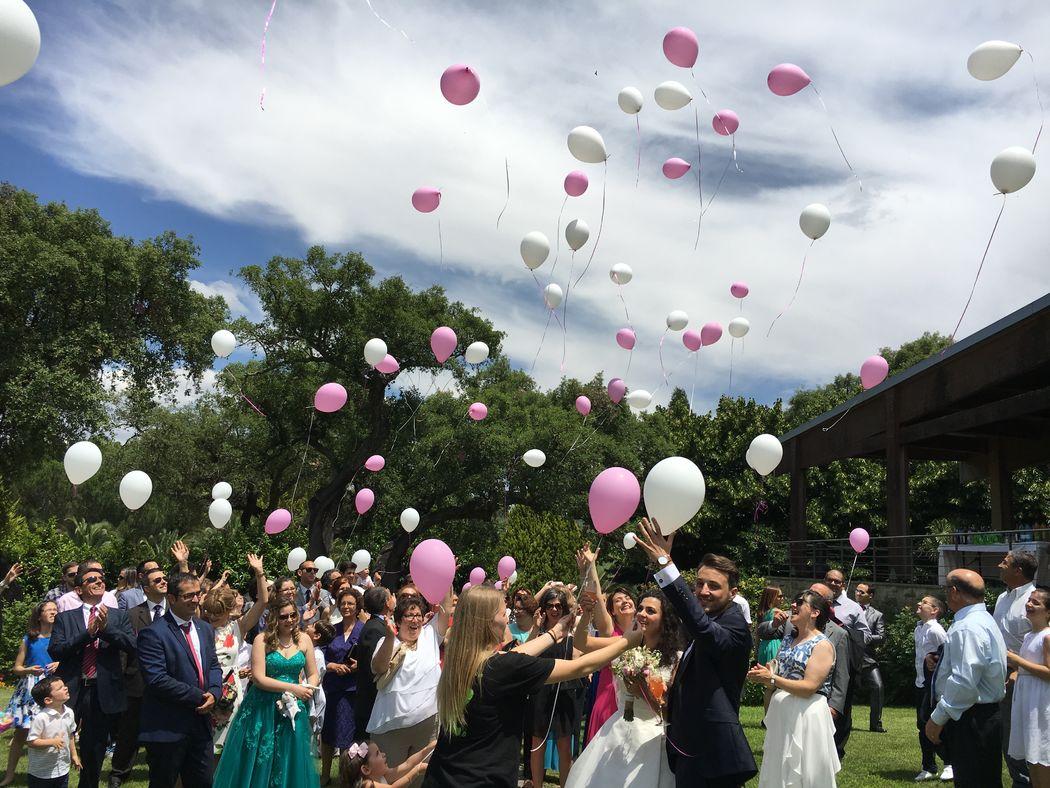 Chegada dos noivos com lançamento de balões