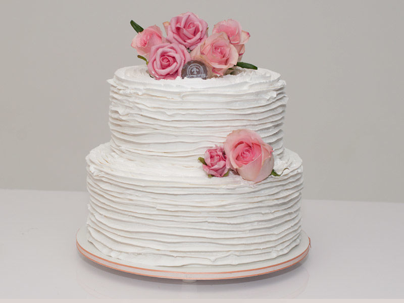 Bolo Ruffle cake decorado com flores