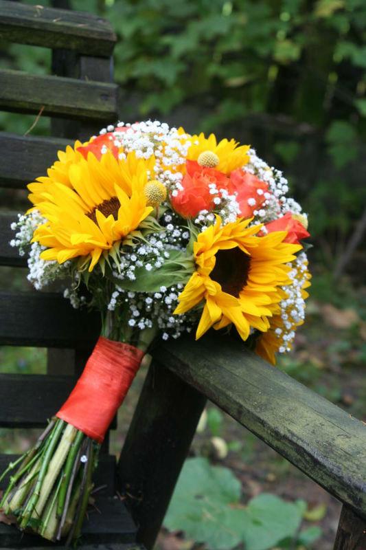 Bukiet ślubny z pięknych słoneczników