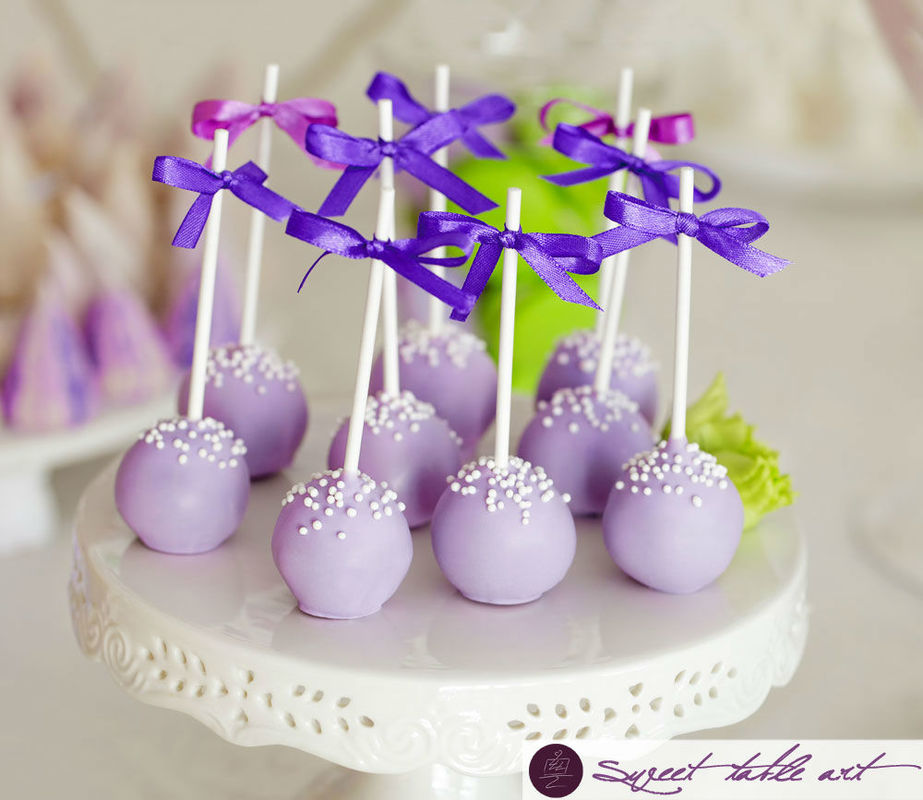 Cakepops in lila auf lila-grüner Candybar