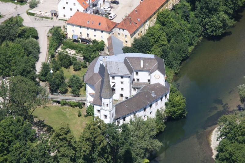 Beispiel: Schloss von oben, Foto: Schloss Pertenstein.