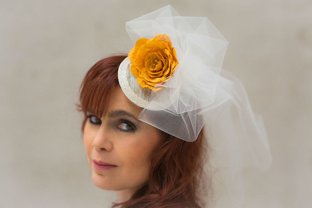 Braut Fascinator mit Schleier und Seidenrose Bridal Fascinator with veil and silk rose