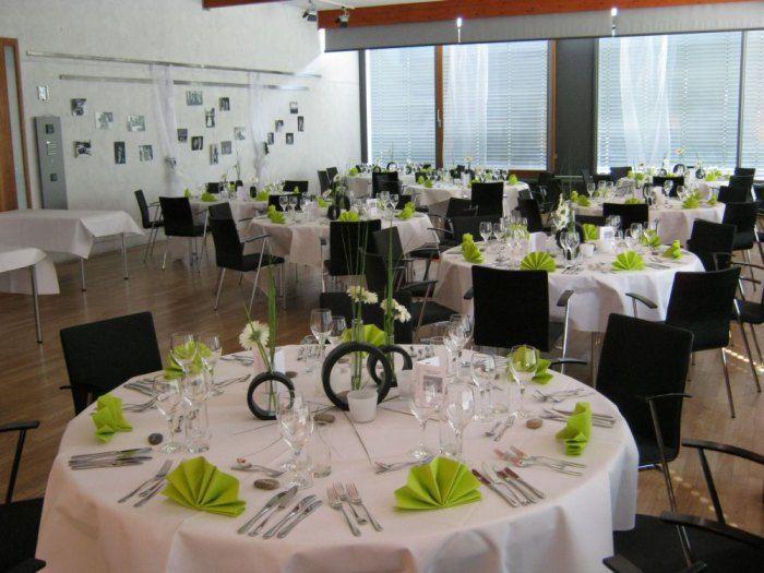 Beispiel: Hochzeitsgedeck in weiß-grün, Foto: Delcanto.