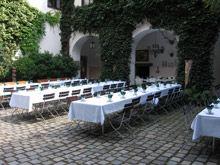 Beispiel: Kaffeetafel Innenhof, Foto: Schloss Ratzenhofen.