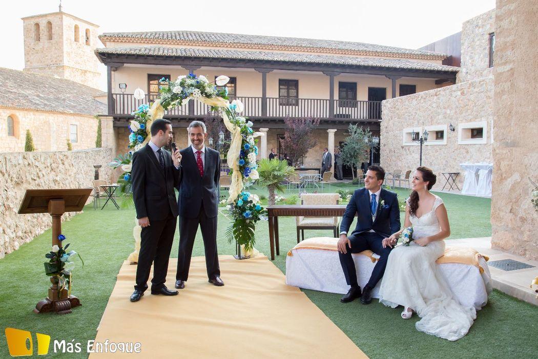 Ceremonia Beatriz y Adrian en el mirador del Patio Castellano
