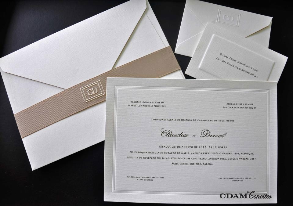 CDAM Design - convite clássico com monograma bordado em cinta de gorgorão cor nude, moldura tripla e cartões de agradecimento.