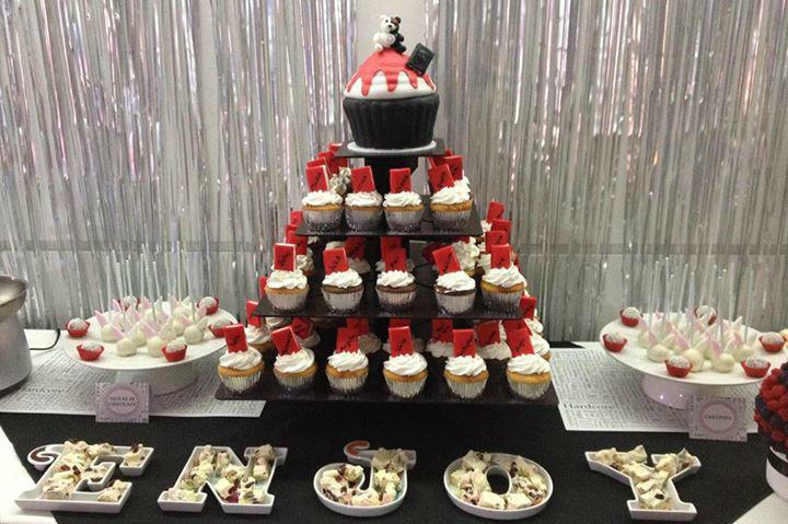 Cupcakes, galletas, chocolates, mesas de postres