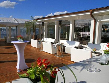 Beispiel: Terrasse für Ihre Feier, Foto: Alsterlounge.