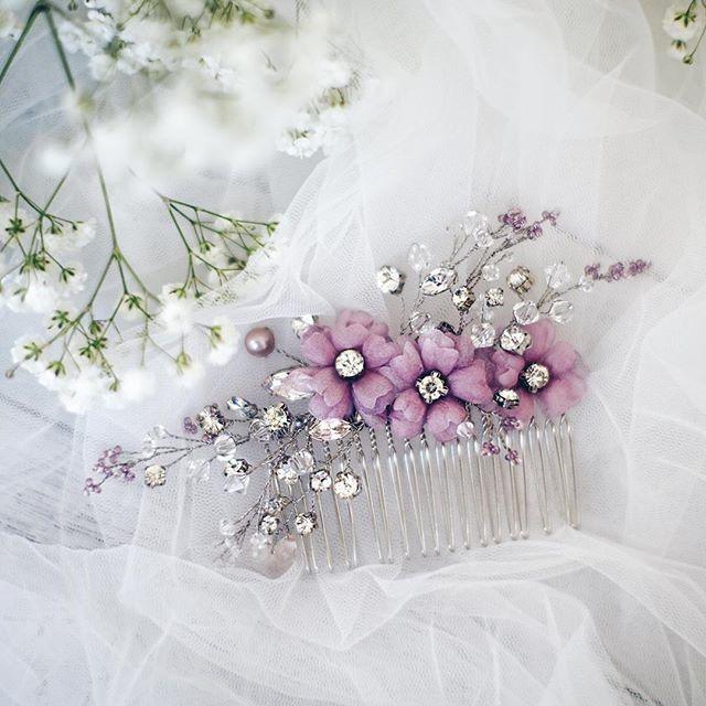 Изящное украшение с использованием разных техник: шелковые цветы с ручным окрашиванием лепестков  и веточки с жемчугом, розовым кварцем, стразами и бисером... Можем изготовить для вас в любом цвете:)