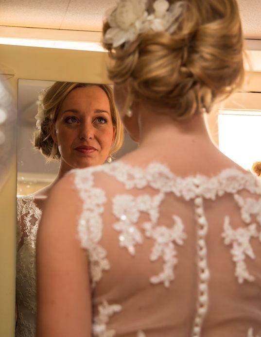 Er wordt zorgvuldig gekeken welke stijl het beste bij jou en je bruidskleding past. Je bent dan ook verzekerd van een prachtig kapsel  in combinatie met een langdurig houdbare make-up en een gezonde, stralende huid.