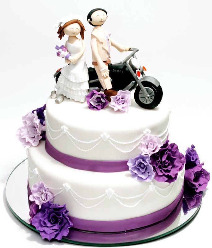 Pastel de fondant con novios en moto!!!