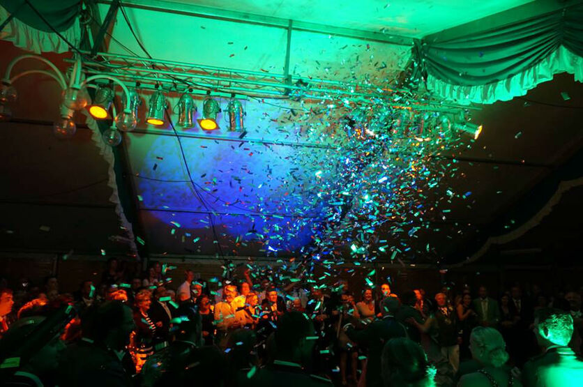 Beispiel: Bandformation, Foto: Night Light Band.