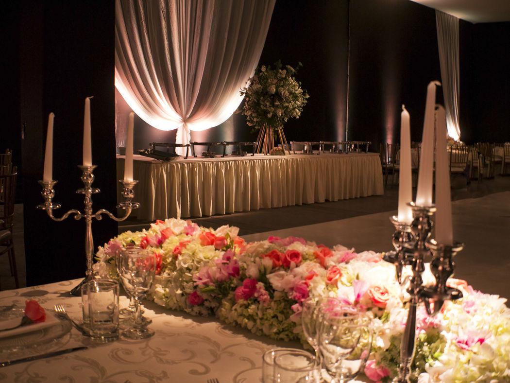Mesa de novios y mesa de buffet