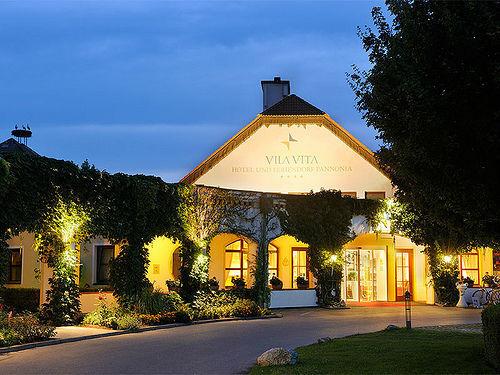 Beispiel: Haupthaus - Außenansicht bei Abend, Foto: Hotel Vila Vita Pannonia.