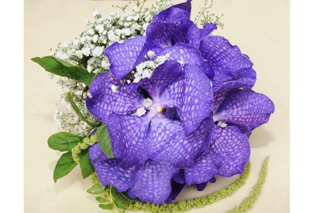 L'Angolo Fiorito, Curno (Bg): bouquet di orchidee #Fiorista #matrimonio #Bergamo