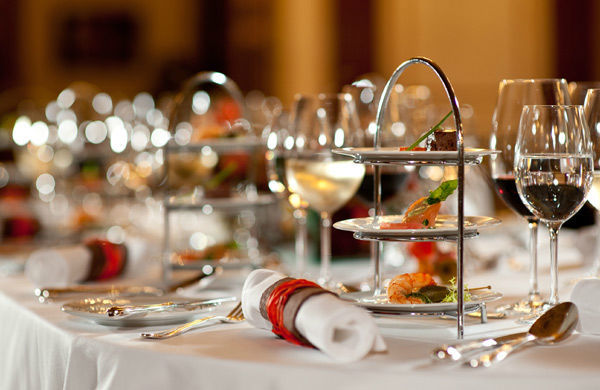 Beispiel: Edle Tischdekoration, Foto: Gerstner Catering.