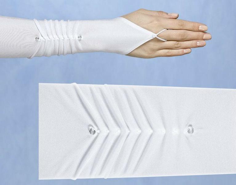 Beispiel: Elegante Handschuhe, Foto: Gaia Brautaccessoires.