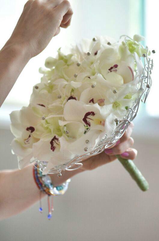 20 años en la industria floral nos avalan, contamos con estudios profesionales de floristería, título otorgado por la EIAF 2006 registro 1380 serie 001, certificados por la Federación Española de Empresarios Floristas 2008, registro 560 serie 0